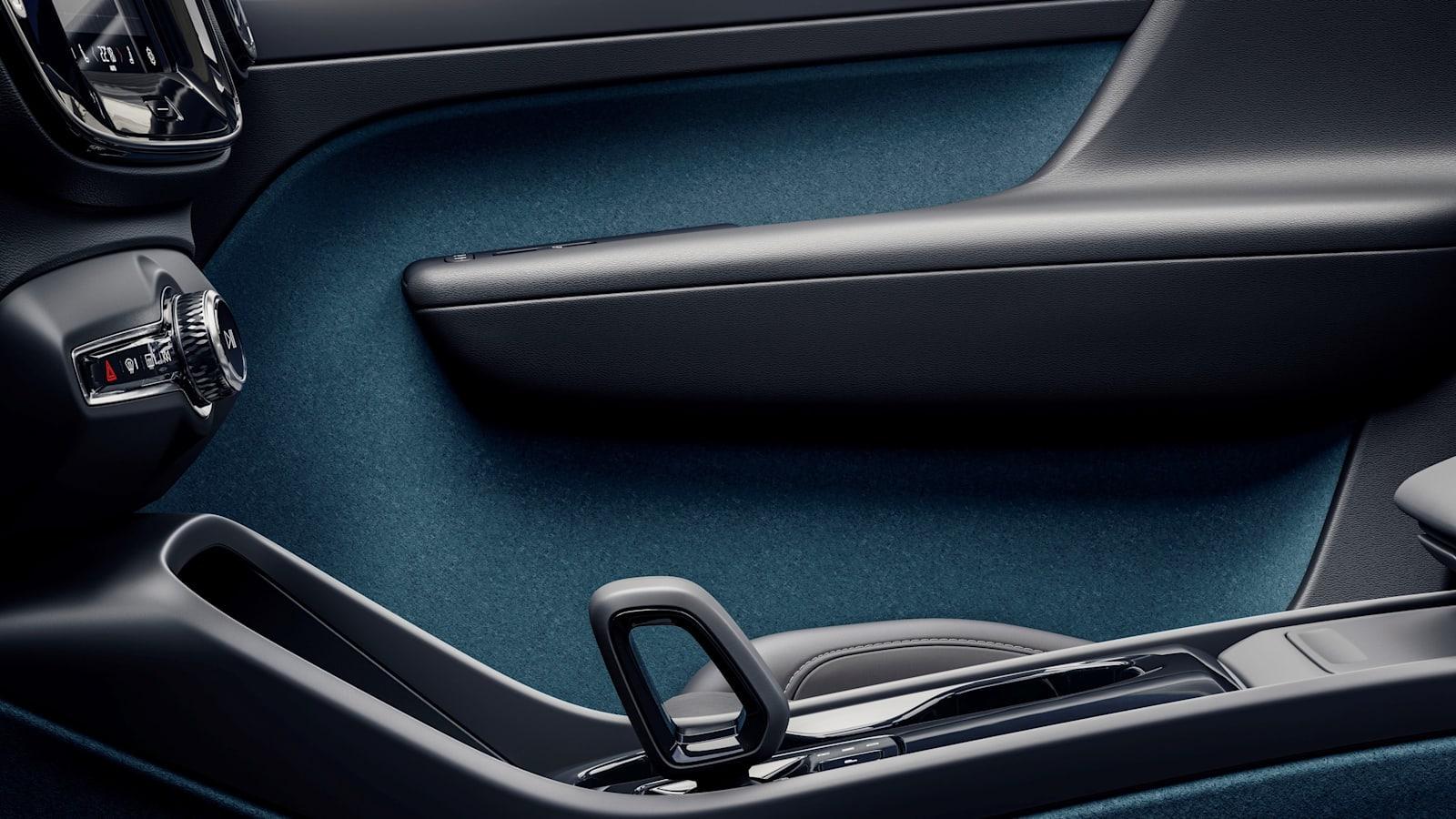 Volvo C40 Recharge utastere